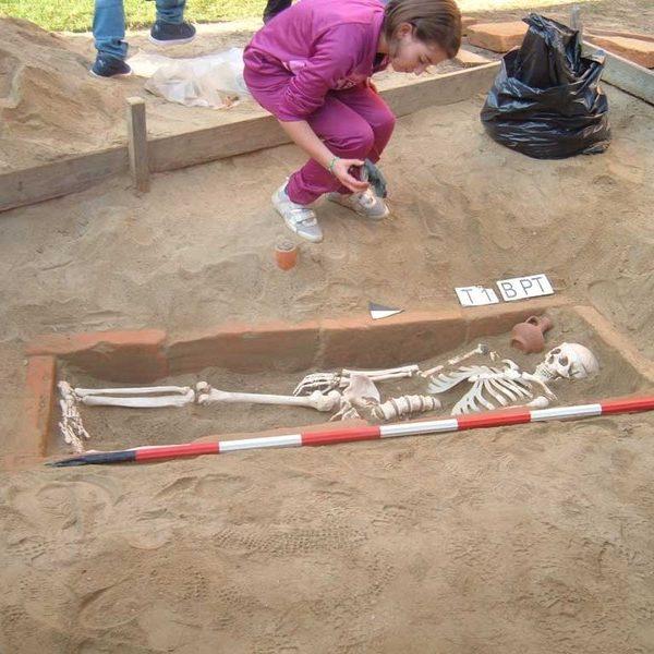 scaviamo una tomba
