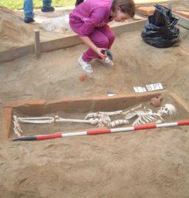 simulazione scavo tomba